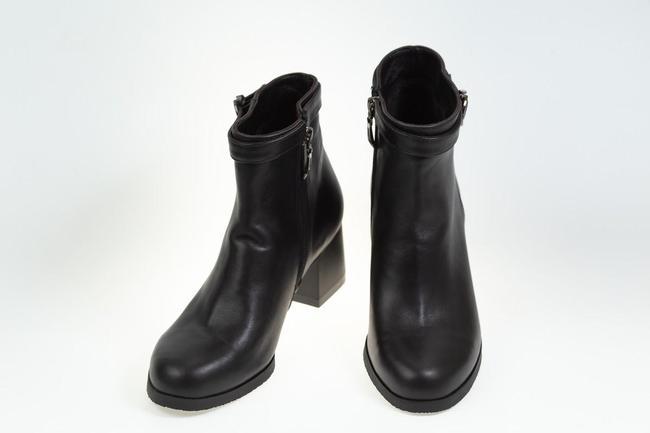 Полусапожки черные на каблуке SAV 2112