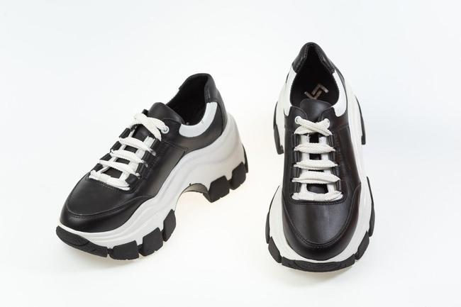 Кроссовки  женские черные с черно белой подошвой  SAV 611_1
